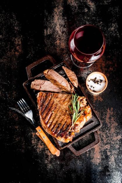 Bistecca di manzo alla griglia con spezie Foto Premium