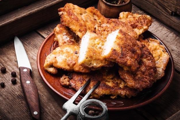 Bistecca di petto di pollo alla griglia Foto Premium