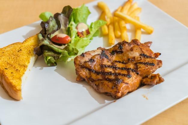 Bistecca di pollo alla griglia Foto Gratuite