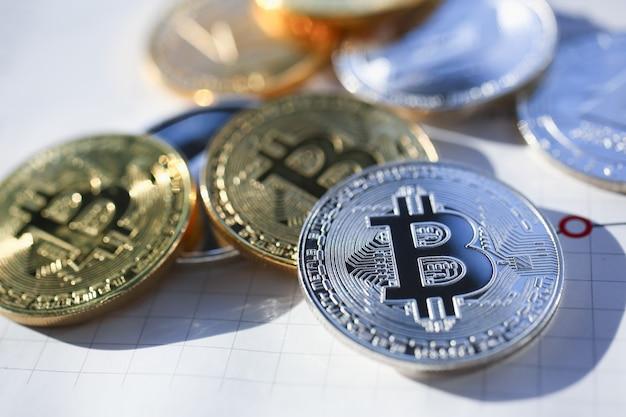 Bitcoin d'argento e d'oro Foto Premium