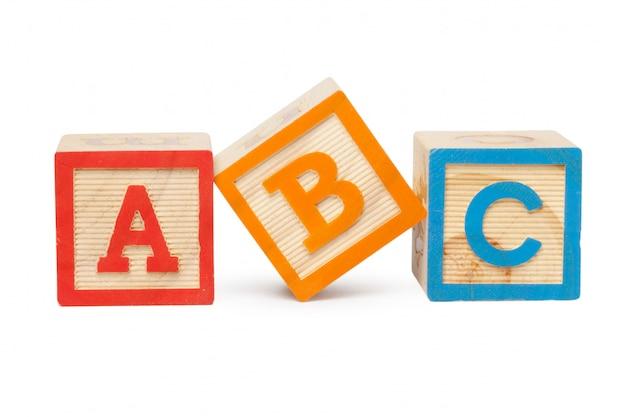 Blocchi alfabeto in legno isolato su sfondo bianco Foto Premium