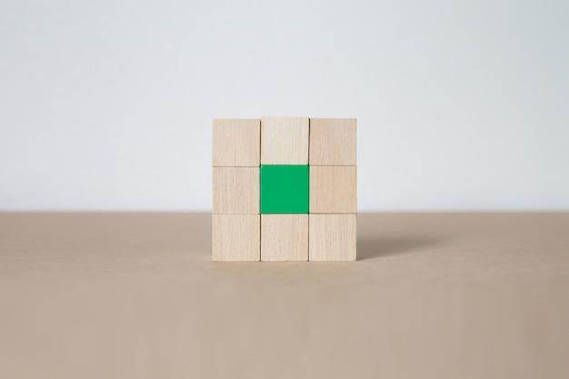 Blocchi di legno accatastati in forme rettangolari Foto Premium