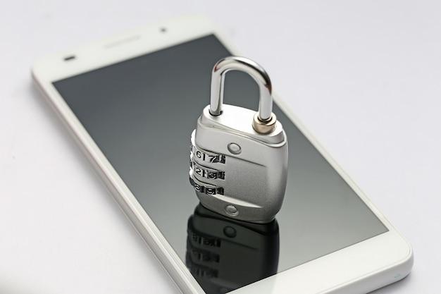 Blocco della password sullo schermo del telefono Foto Gratuite