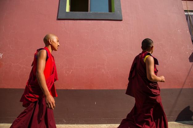 Bodhgaya, bihar india, persone a bodhgaya e bodh gaya è un sito religioso del buddismo Foto Premium