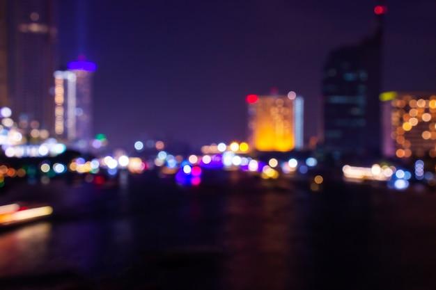 Bokeh leggero vago penombra di notte nel fondo del centro dell'estratto di bangkok. Foto Premium