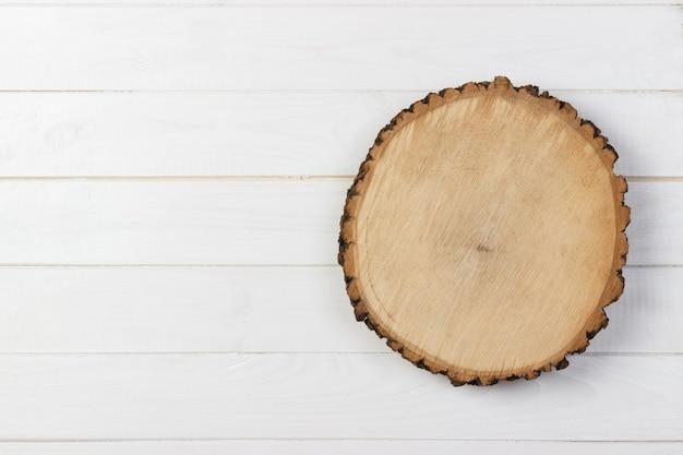 Bordo di legno della plancia sulla tavola di legno Foto Premium
