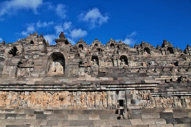 Borobudur, il grande tempio buddista in indonesia Foto Premium