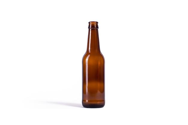 Bottiglia di birra isolato su sfondo bianco Foto Premium