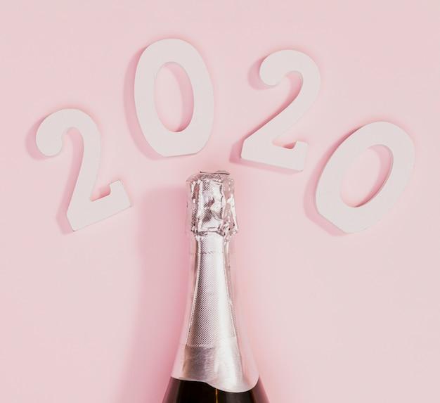 Bottiglia di champagne non ancora aperta Foto Gratuite