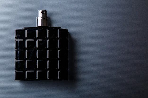 Bottiglia di profumo maschile Foto Premium