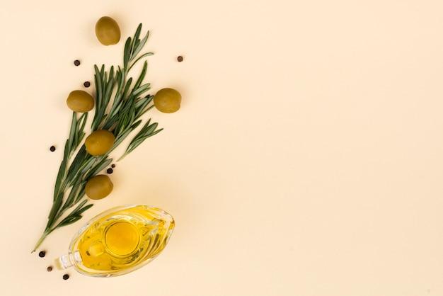 Bouquet di fiori a base di olive e foglie Foto Gratuite