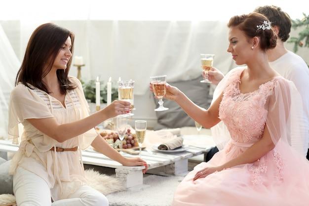 Brindisi con champagne Foto Gratuite