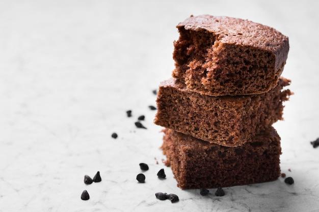 Brownies al cioccolato gustoso primo piano pronti per essere serviti Foto Gratuite