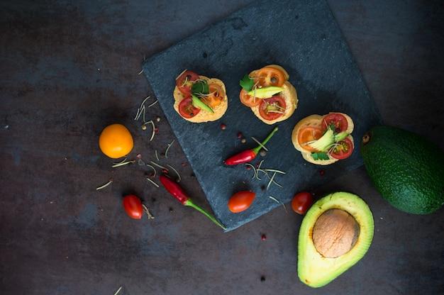 Bruschetta con avocado Foto Premium