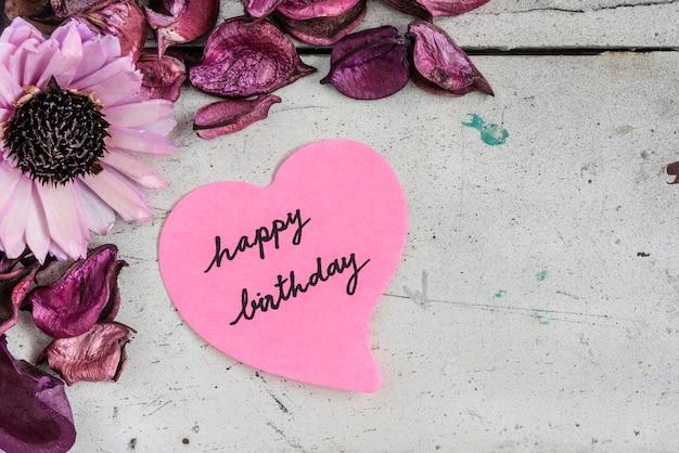 Buon Compleanno Nota In Carta A Forma Di Cuore Con Fiori Rosa