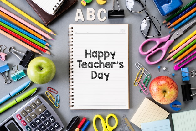 Buona giornata dell'insegnante e istruzione o ritorno a scuola. disteso. Foto Premium
