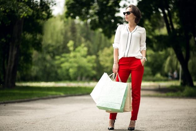 Business urbano abbastanza rosso lusso elegante Foto Gratuite