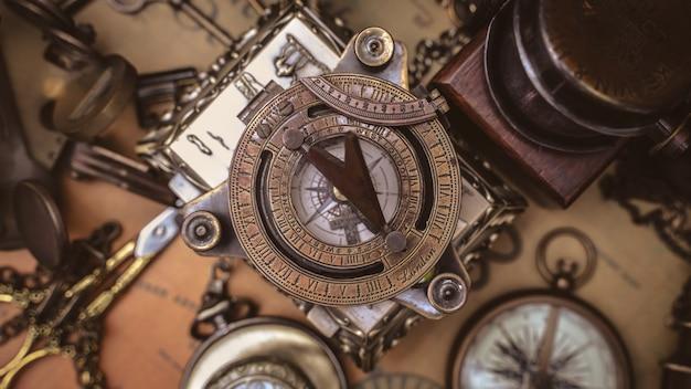 Bussola meridiana antica Foto Premium
