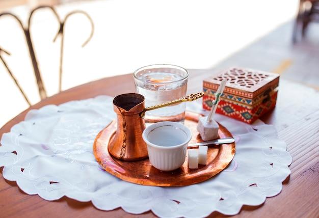 Caffè bosniaco a sarajevo Foto Premium