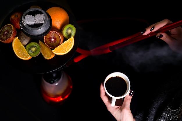 Caffè e narghilè Foto Premium
