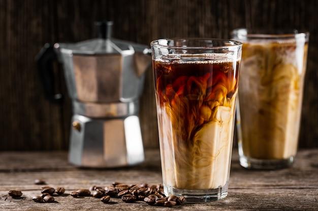 Caffè freddo con ghiaccio e panna Foto Gratuite
