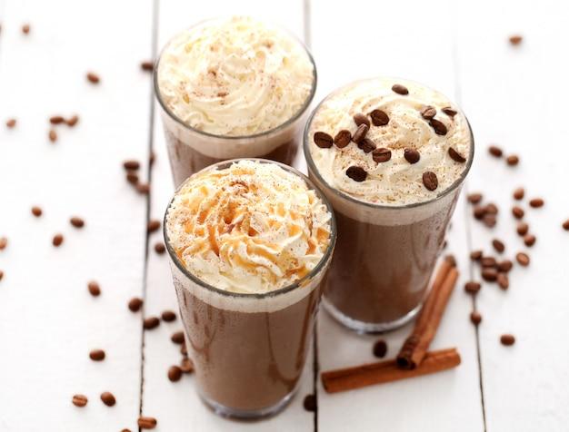 Caffè freddo con panna montata Foto Gratuite