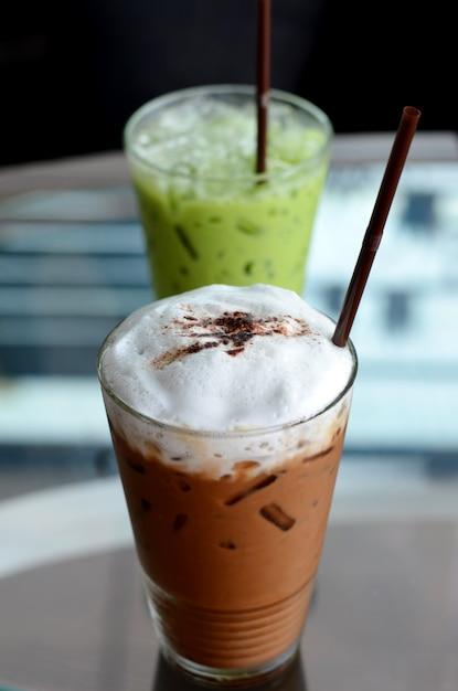 Caffè freddo e tè verde Foto Premium