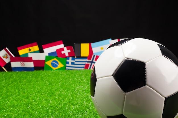 Calcio con bandiere internazionali Foto Premium