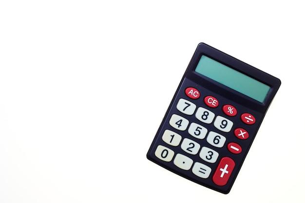 Calcolatrice su uno sfondo bianco Foto Premium