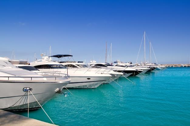 Calvia puerto portals nous yacht di lusso a maiorca Foto Premium