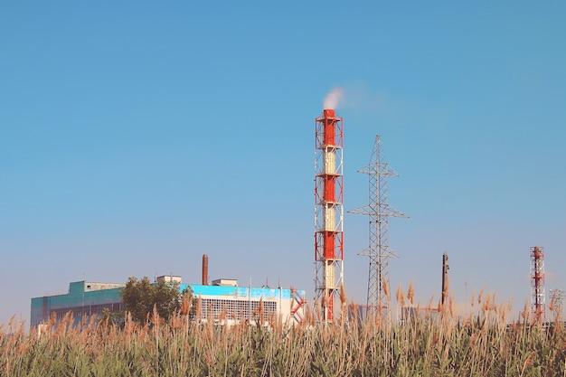 Camino industriale di fumo Foto Premium