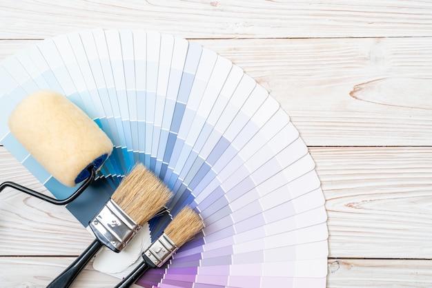 Campionario catalogo colori pantone o libro campioni colore Foto Premium