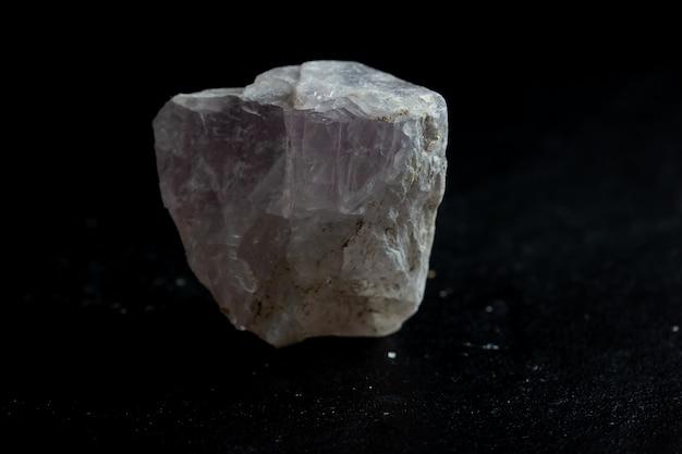 Campione di cristallo minerale di pietra di fluorite per scienza e geologia Foto Premium