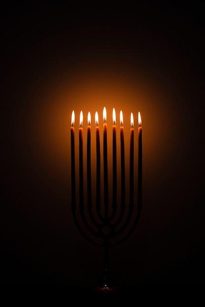 Candele festive di santa hanukkah che bruciano Foto Gratuite