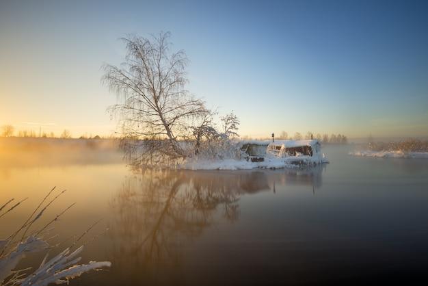 Capanna del pescatore in inverno Foto Premium