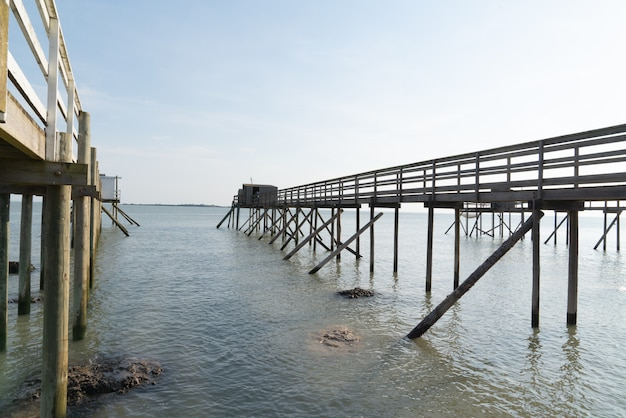Capanne di pesca sui trampoli in fouras aquitaine france Foto Premium
