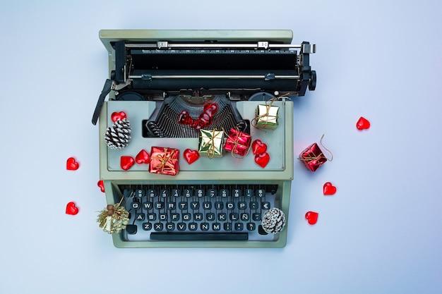 Cara lettera di babbo natale iniziata sulla macchina da scrivere Foto Premium