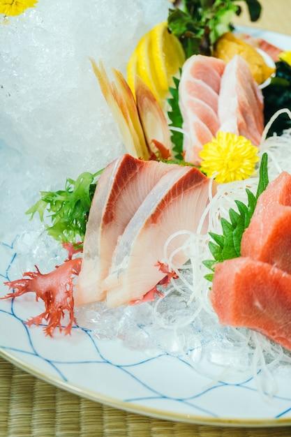 Carne di pesce sashimi crudo e fresco Foto Gratuite