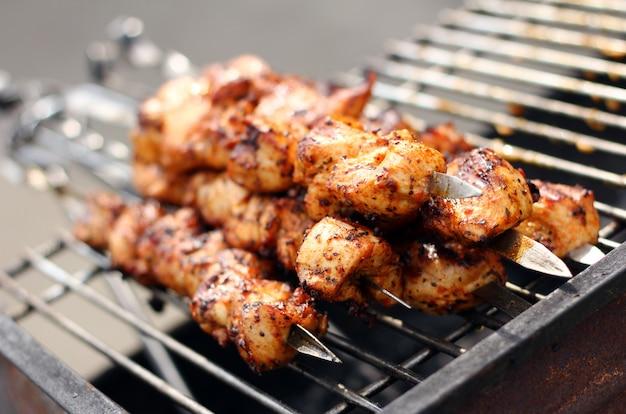 Carni fresche preparate sul fuoco Foto Gratuite
