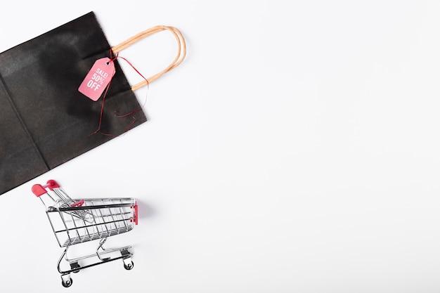 Carrello e borsa con copia-spazio Foto Gratuite