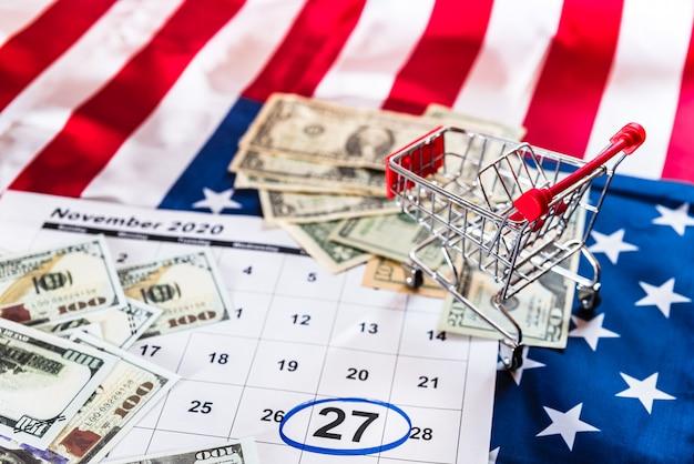 Carrello su un calendario contrassegnato con banconote da un dollaro Foto Premium