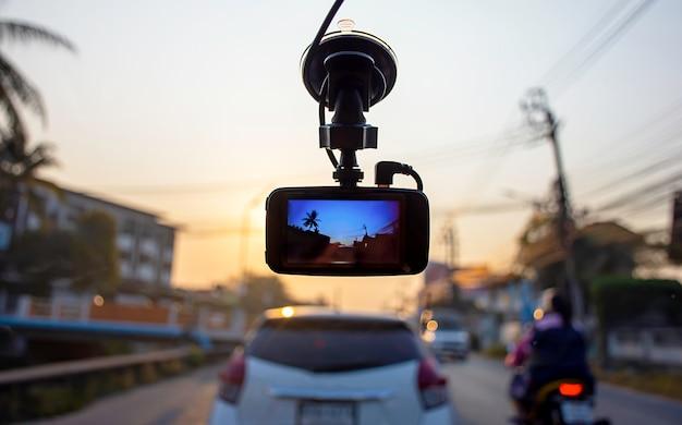 Carri illustrati e dom mattina sulla macchina fotografica in auto Foto Premium