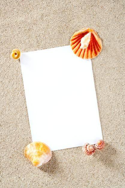 Carta bianca copia spazio estate spiaggia di sabbia vacanza Foto Premium