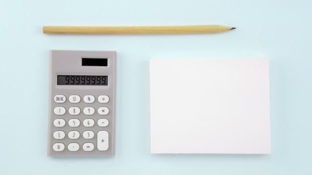 Carta del libro bianco di affari su fondo bianco Foto Premium