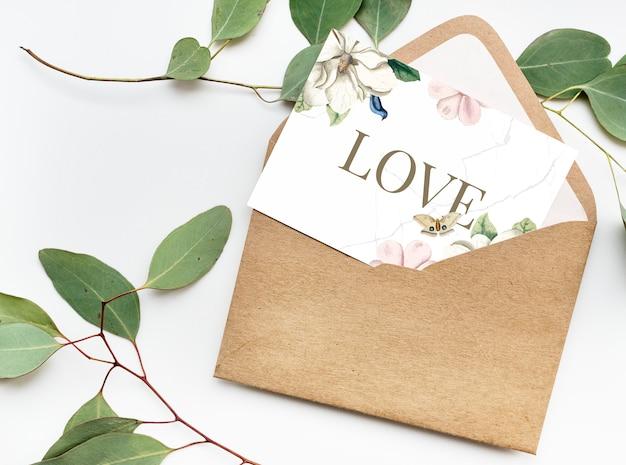 Carta di san valentino con busta Foto Gratuite