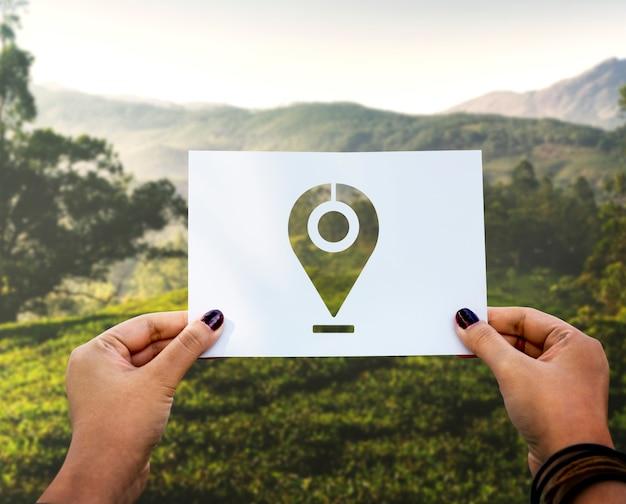 Carta perforata con indicatore di destinazione del sistema di posizionamento globale Foto Gratuite