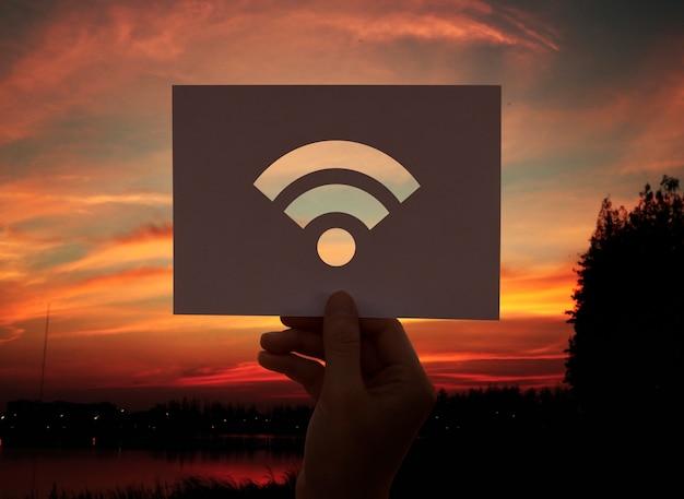 Carta perforata connessione internet wifi Foto Gratuite