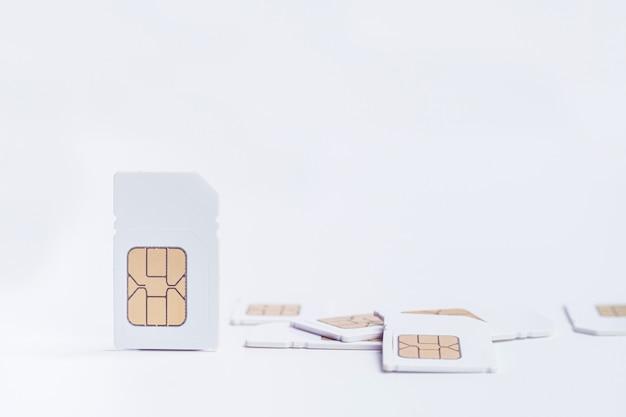 Carta sim del modello su bianco Foto Premium