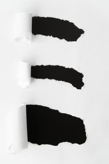 Carta strappata rivelando il nero Foto Gratuite