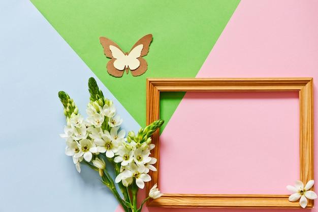 Cartolina d'auguri di motivi geometrici di minimalismo laico piatto floreale. Foto Premium